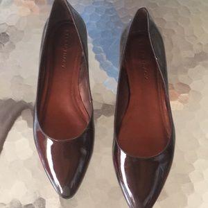 Ellen Tracy ET-Derrick paten leather low heel
